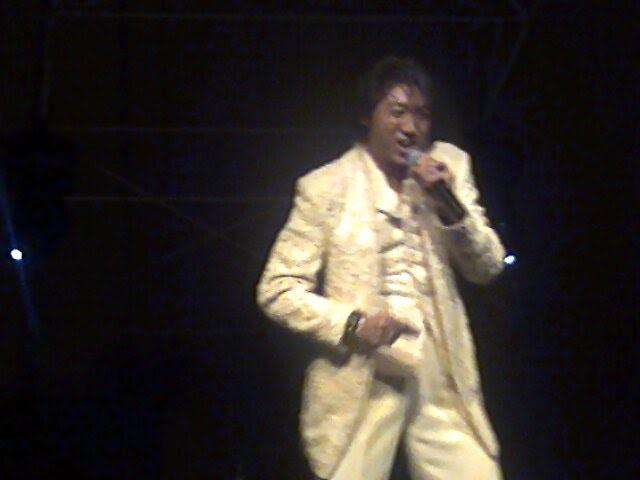 Foto tirada por mim no show que ele fez em dezembro de 2010 aqui no Rio de Janeiro justamente na execução da música em questão
